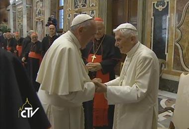 20160628 Saludo de Francisco a Benedicto XVI