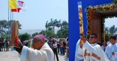 Apertura-de-la-Puerta-Santa-en-el-Camposanto-Parque-del-Recuerdo-de-Lurin-Familia-Sodalite-Noticias-3