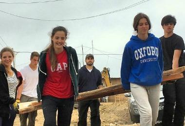 Jovenes-misioneros-italianos-del-Movimiento-de-Vida-Cristiana-construyeron-casas-en-Cañete-Familia-Sodálite-Noticias-2