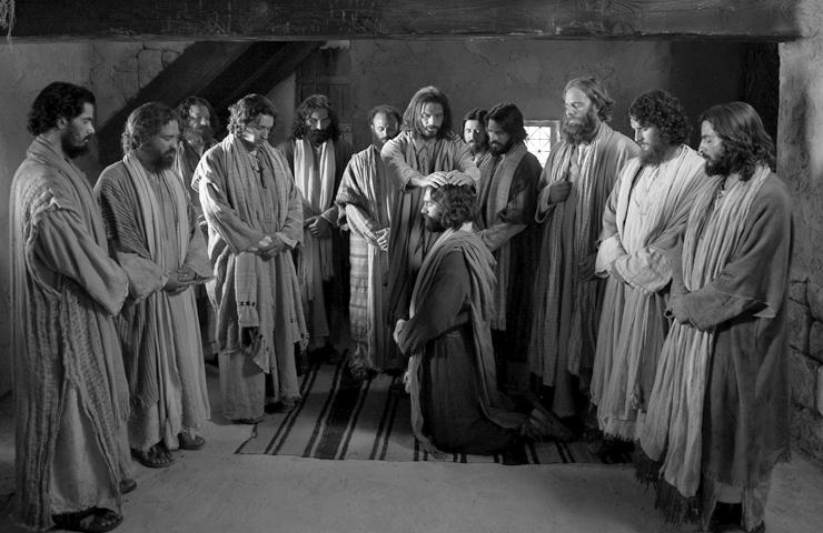jesus-bendice-apostoles