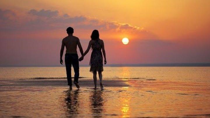 silueta-caminando-playa