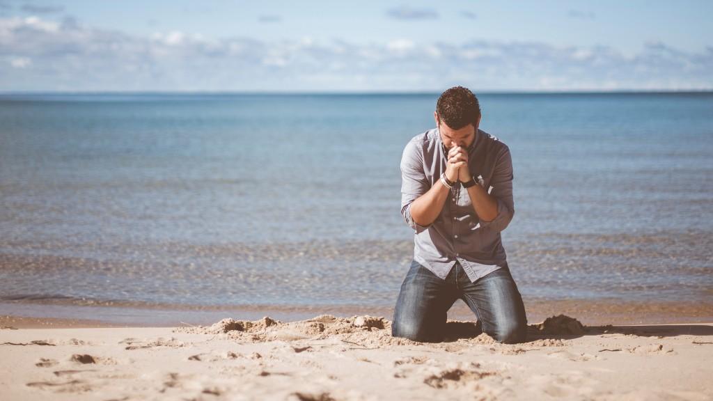 hombre-rezando-4